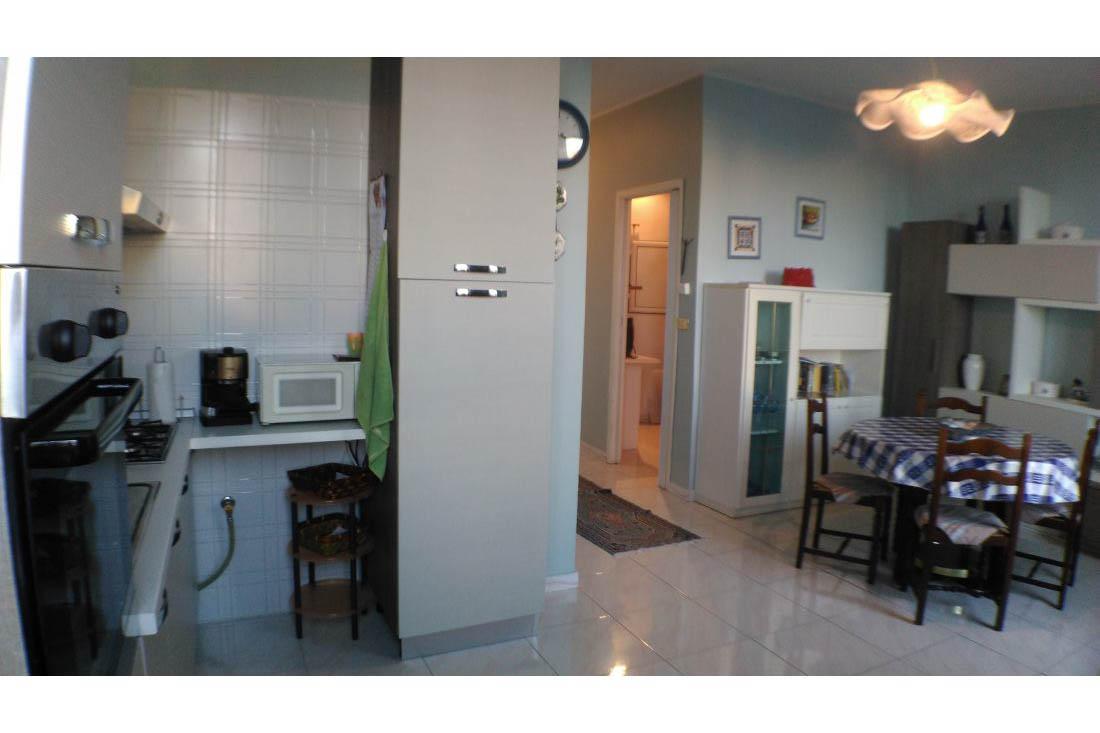 Sanremo vendita appartamento in casa indipendente vista mare e posto auto