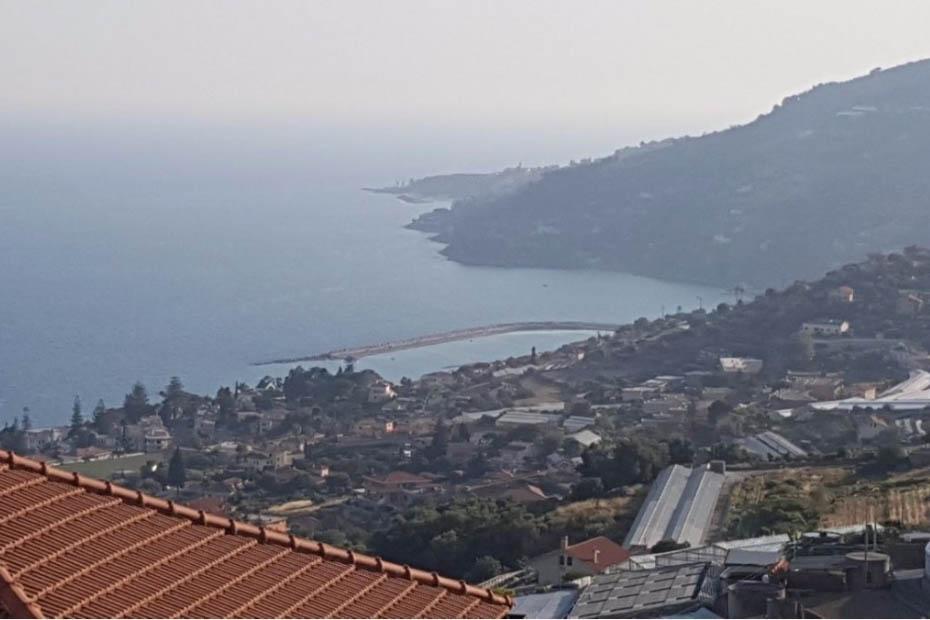 Coldirodi vendita  Casa cielo terra di 100 mq con meravigliosa vista mare