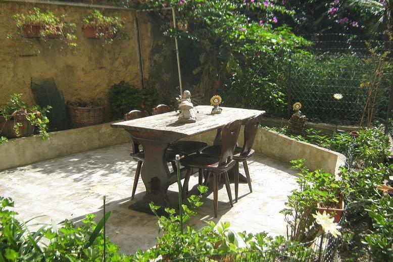 Sanremo vendita appartamento con giardino