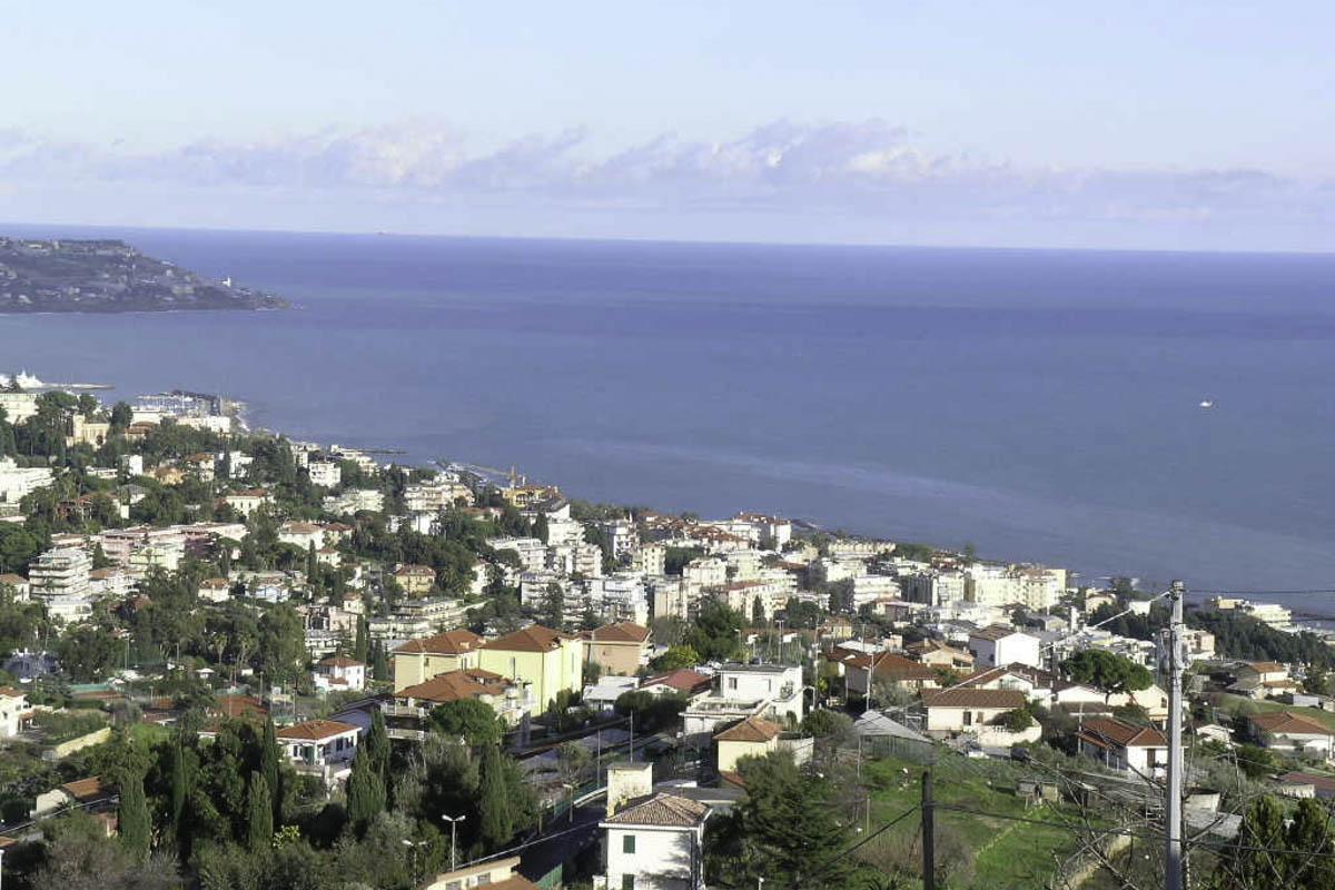 Sanremo: vendita villa zona collinare con splendida vista mare