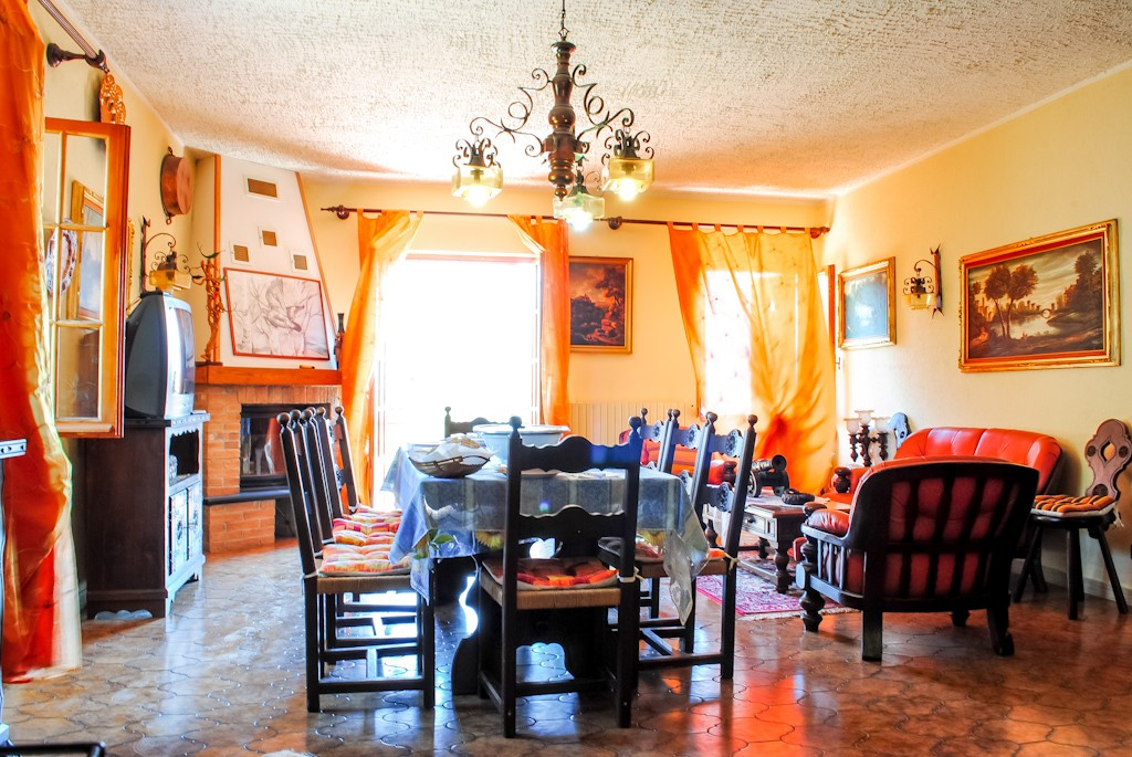 Triora vendita villa con 25000 mq circa di terreno