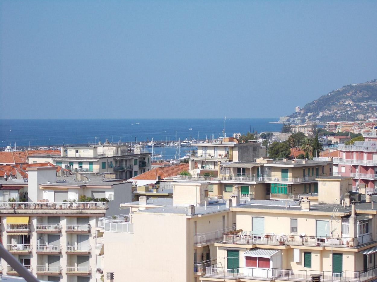 Sanremo vendita trilocale zona San Martino con vista mare e posto auto
