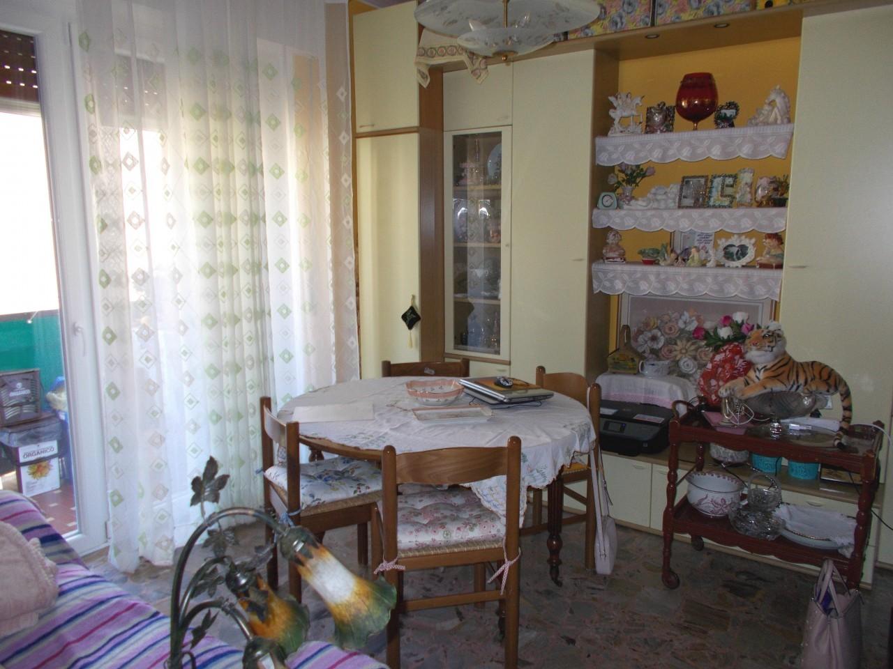 Sanremo, Via Dante, appartamento con cantina