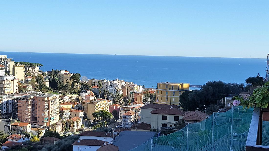 Sanremo, Via Dante, appartamento con posto auto assegnato e vista mare