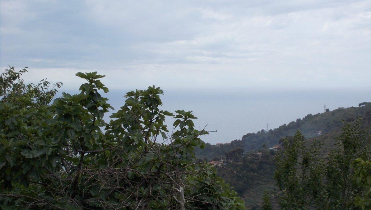 Sanremo, località Verezzo, a circa 5 km dal mare, casa semi indipendente di circa 150 mq con vista mare