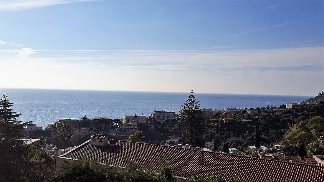 Sanremo, quadrilocale con vista mare e box