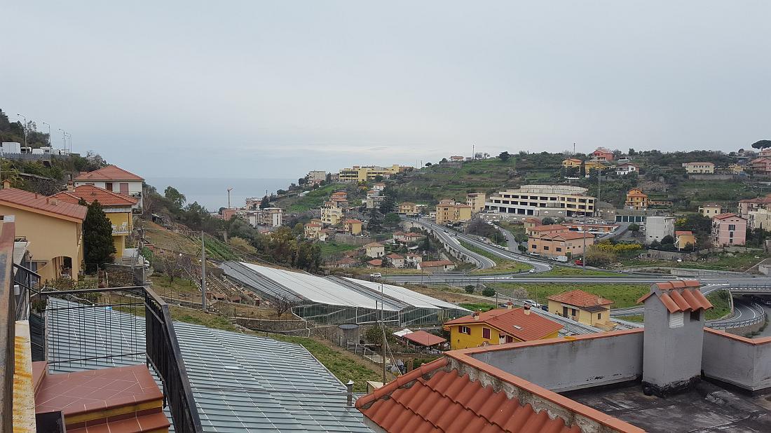 Sanremo , Via Pascoli quadrilocale con posto auto e vista mare