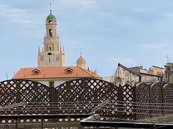 Sanremo, centro storico, a due passi dal mercato, trilocale con terrezza