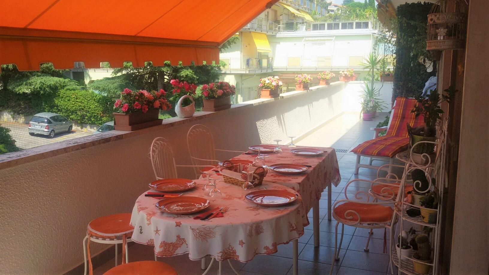 Sanremo, Attico zona Solaro, residenziale, bilocale signorile con terrazza e posto auto